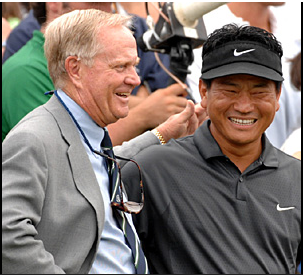 KJ Choi with Jack Nicklaus after his Memorial win in 2007. [FRED VUICH/SI]